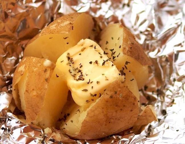 Ziemniaki pieczone z masłem - wartości odżywcze, witaminy, minerały