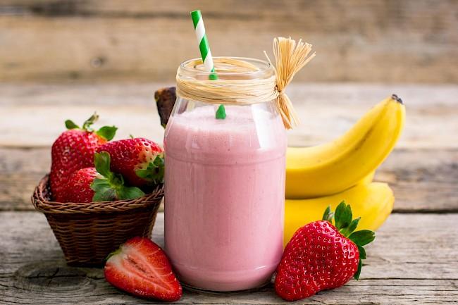 Koktajl bananowo truskawkowy - kalorie, kcal, ile waży