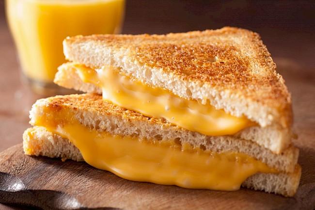 Tost z serem - kalorie, kcal, ile waży