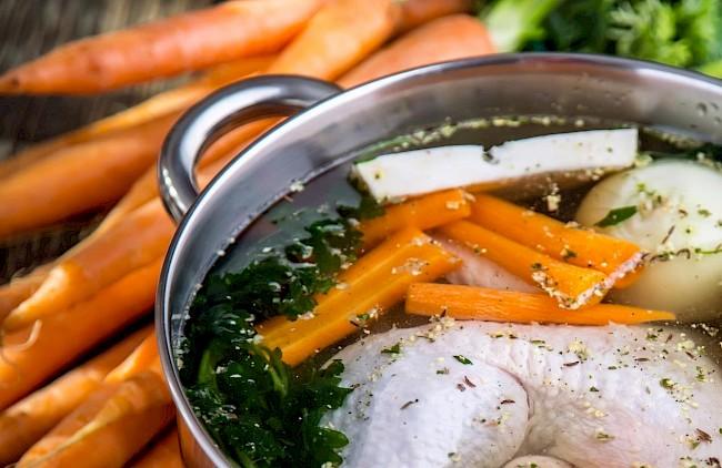 Bulion warzywny z kurczaka - kalorie, kcal, ile waży