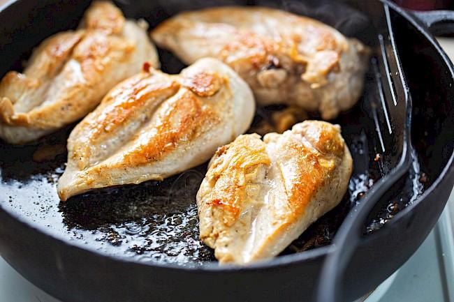 Smażona pierś kurczaka - kalorie, kcal, ile waży