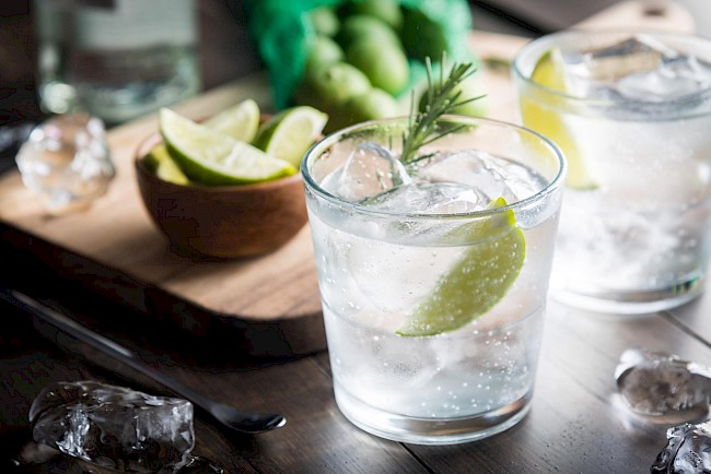 Gin z tonikiem - kalorie, kcal, ile waży