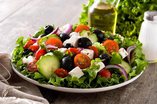 Sałatka grecka - kalorie, kcal, ile waży