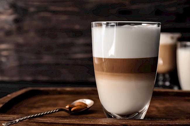 Kawa latte - kalorie, kcal, ile waży