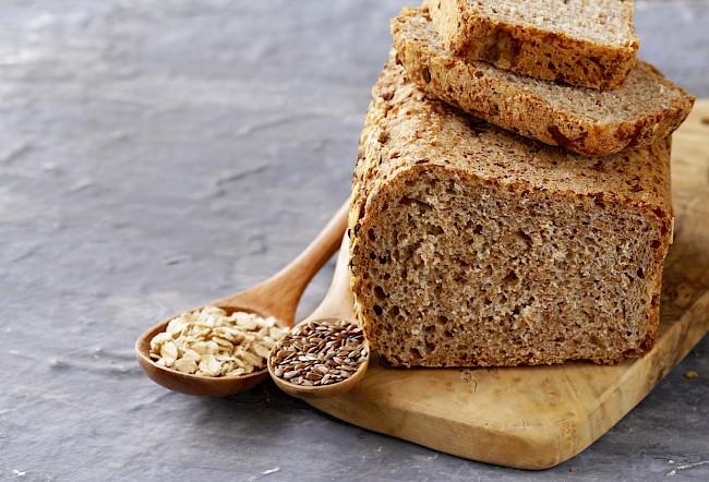 Chleb pełnoziarnisty - kalorie, kcal, ile waży