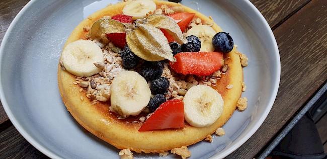 Naleśnik z dżemem (lub owocami) - kalorie, kcal, ile waży