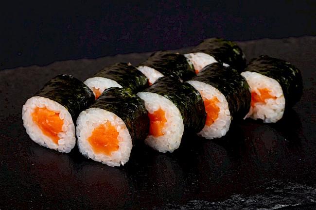 Sushi z łososiem - kalorie, kcal, ile waży