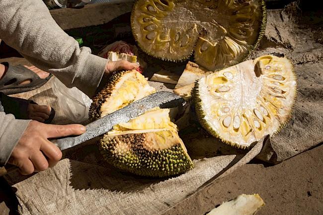 Dżakfrut (jackfruit, owoc drzewa bochenkowego) - kalorie, kcal, ile waży