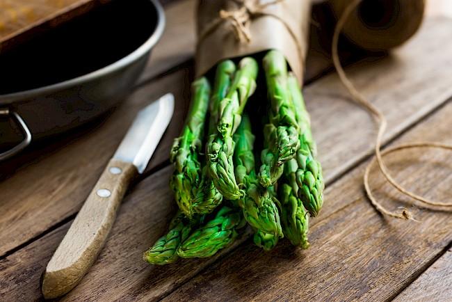 Szparagi - kalorie, kcal, ile waży