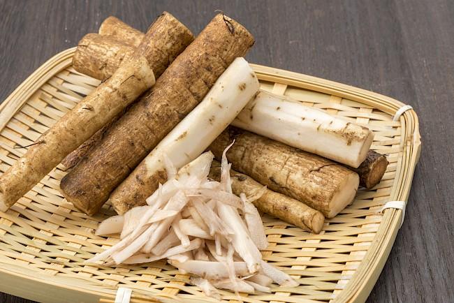 Łopian (korzeń) – łopuch, głowacz, kostropień, topień, dziady - kalorie, kcal, ile waży