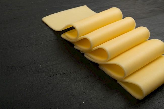 Ser żółty Gouda - kalorie, kcal, ile waży
