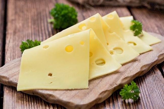 Ser żółty (typu szwajcarskiego) - kalorie, kcal, ile waży