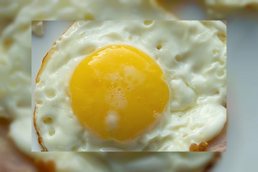Jajko smażone lub sadzone - kalorie, kcal, ile waży