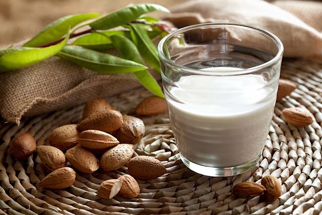 Mleko migdałowe - kalorie, kcal, ile waży