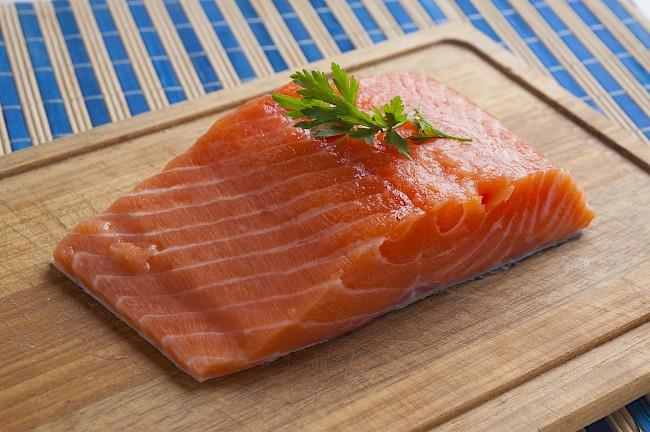 Łosoś (filet, mięso) - kalorie, kcal, ile waży