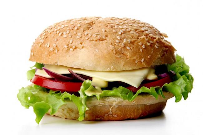 Cheeseburger - wartości odżywcze, witaminy, minerały