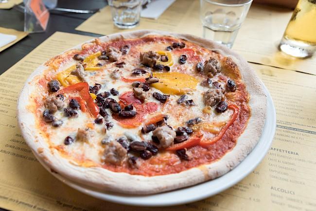 Pizza - kalorie, kcal, ile waży