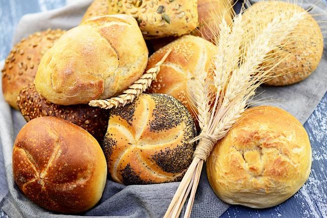 Bułka (pszenna) - kalorie, kcal, ile waży