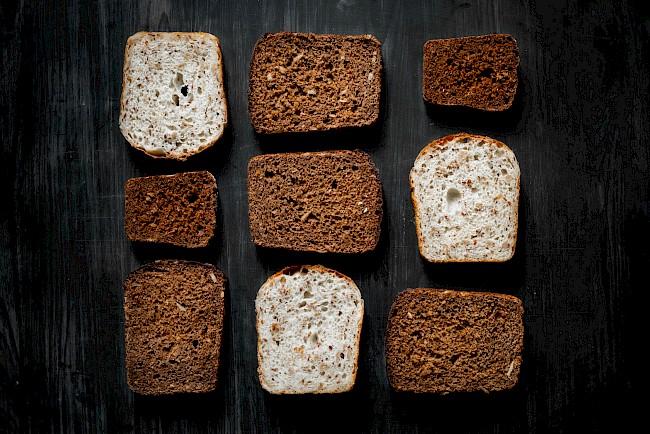 Chleb razowy (ciemny) - kalorie, kcal, ile waży